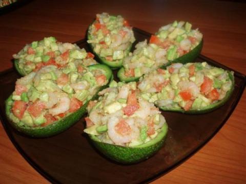 Авокадо с чесночной начинкой